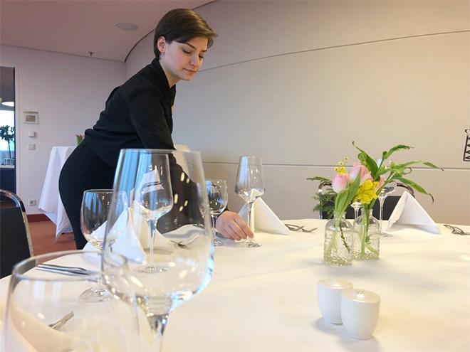 AYMANDO PERSONALDIENSTLEISTUNGEN - Tisch eindecken