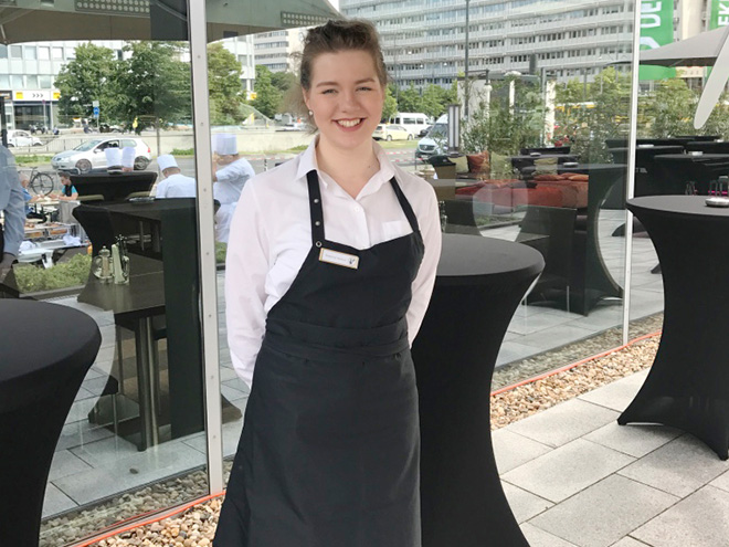 AYMANDO PERSONALDIENSTLEISTUNGEN - Hostess beim Catering auf einer Veranstaltung
