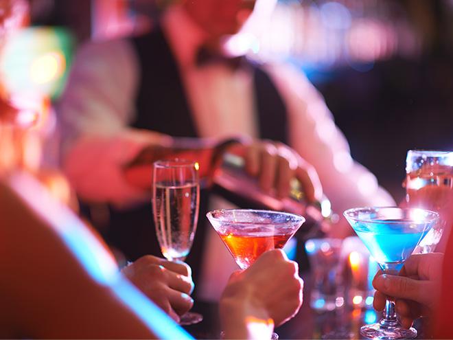 AYMANDO Personaldienstleistungen - Bar mit Getränken und Barpersonal