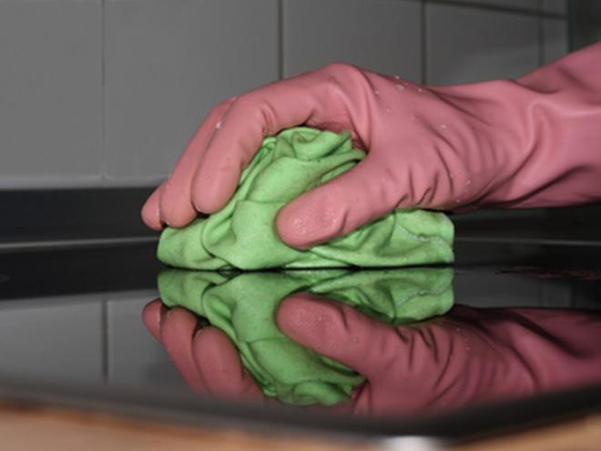 AYMANDO PERSONALDIENSTLEISTUNGEN - Reinigungspersonal bei der Arbeit